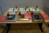 Pripremljeni pokloni ?ekaju pobjednike nagradne igre znanja - Povijesna slika anonimnog autora, kutija okusa i mirisa, drveni ukrasi te ulaznice za masažu