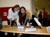 Hostese Zorana i Maja, te voditeljica Biljana na okupu za akreditacijskim stolom