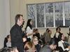 Goran Peuc 'opet' uz mikrofon; u publici se vide: Ana Buljan Šiber (McCann Erickson), te Zoran Rudman (SEO stru?njak)